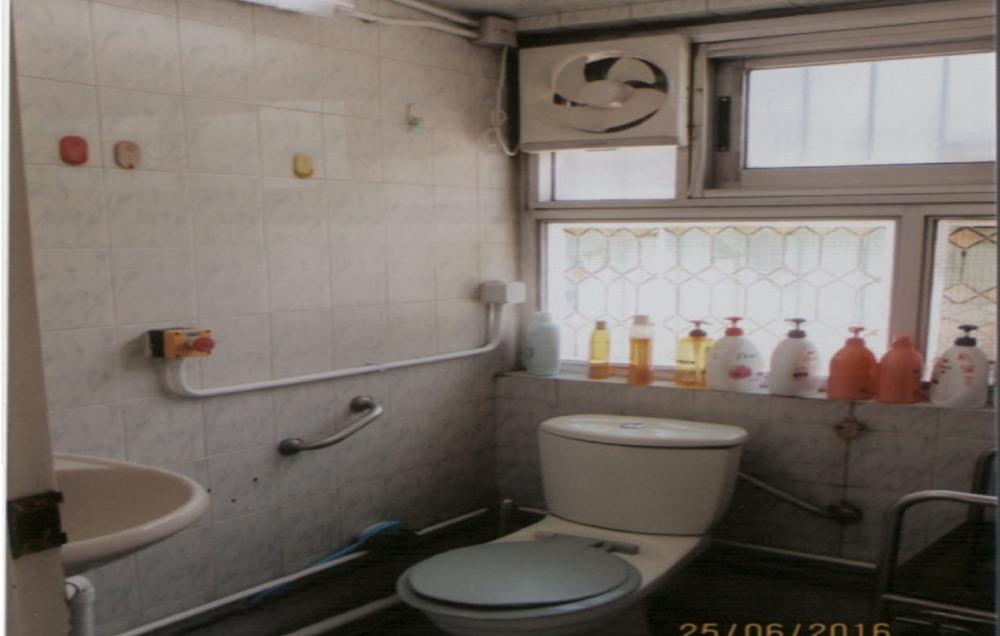 Washroom / Bathroom